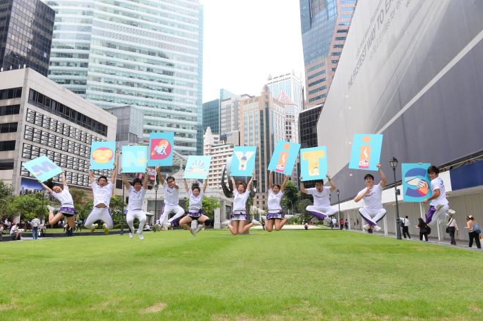 jobsDB cheerleaders banish Mondayitis at Raffles Place this Monday morning