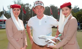 Emirates cabin crew with Miguel Angel Jimenez_001
