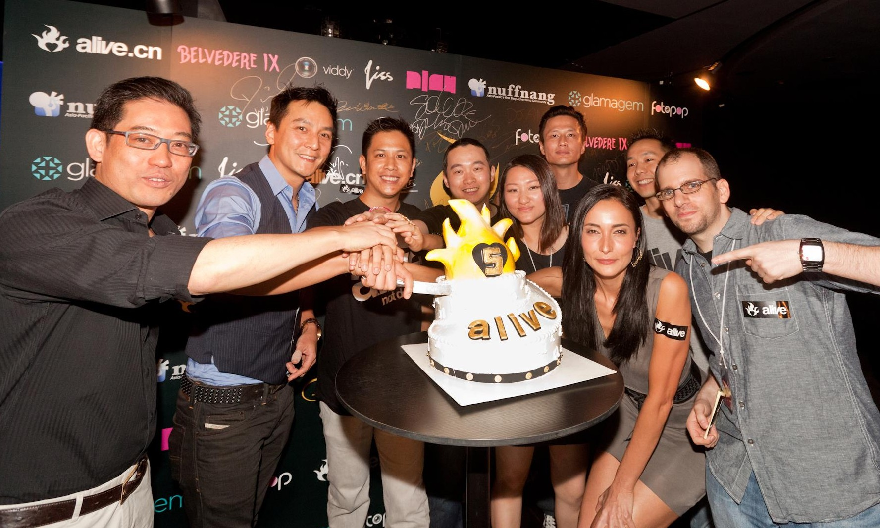 macau chatrooms Phil ivey helps launch new poker room in macau may 25th, 2015 by daniel smyth phil ivey attends a charity poker event to help launch a new poker room at the venetian.