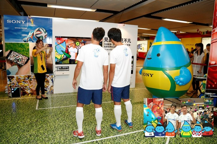 2) Sony Soccer Station Launch_Kitchee Team captains try Sony Xperia Z AR
