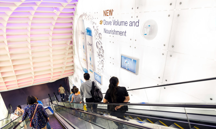 Dove showcases its products with the help of JCDecaux