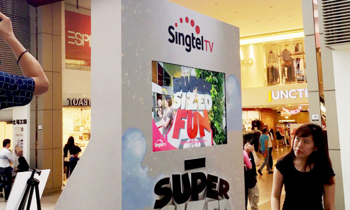 Singtel TV Supersized Fun Campaign - A day of fun with augmented reality booths from Singtel displayed on Mediacorp OOH Media J8 Screen!