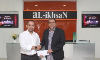 (L - R) Syed Yasir Arafat Syed Abdul Kadir, Ekuinas CEO and Tn Haji Ali,...