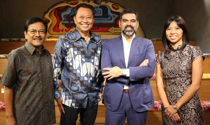 L-R Harris Thajeb, CEO Dentsu Aegis Network Indonesia; Adji Watono Founder and CEO, Dwi Sapta Group; Dick van Motman,Chairman & CEO Dentsu Aegis Network Southeast Asia; Maya Watono, Managing Director of Dwi Sapta Group