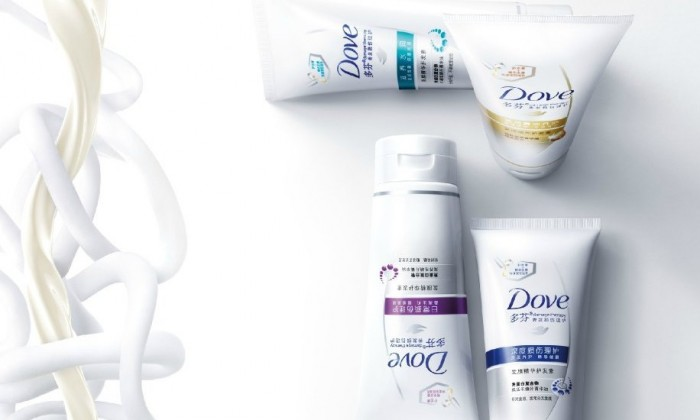 "LOOK Dove mocks Trump's ""alternative facts"" with print ad"
