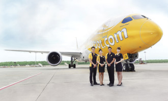 Scoot 787 with crew[1]