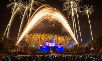 Bridgette_20_11_2017_disneyland-fires-fireworks-workers_123RF