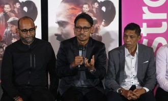 From Left - Saniboey Ismail (Creator of Dosa) Datuk Khairul Anwar Salleh (VP Malay Language Business) and Arie Zaharie (Producer of Dosa)