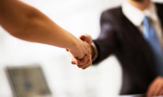 Handshake 123rf (1)
