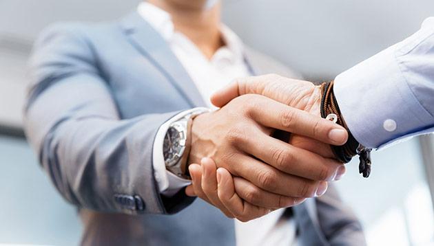 Handshake 123rf (3)
